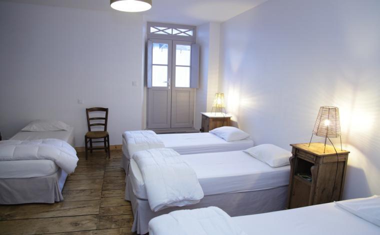 Dormitorio 5 camas individuales 1er piso
